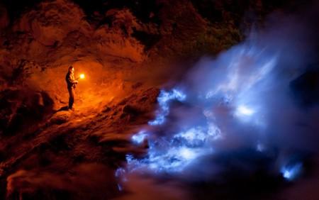 0811-indonesia-burning-sulfur-volcano